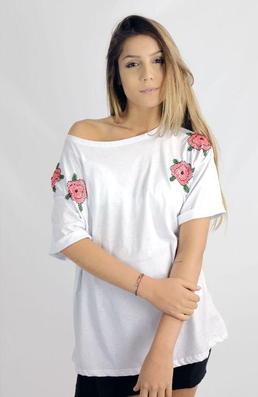 camiseta-flores-bordadas-canudos-cafarah